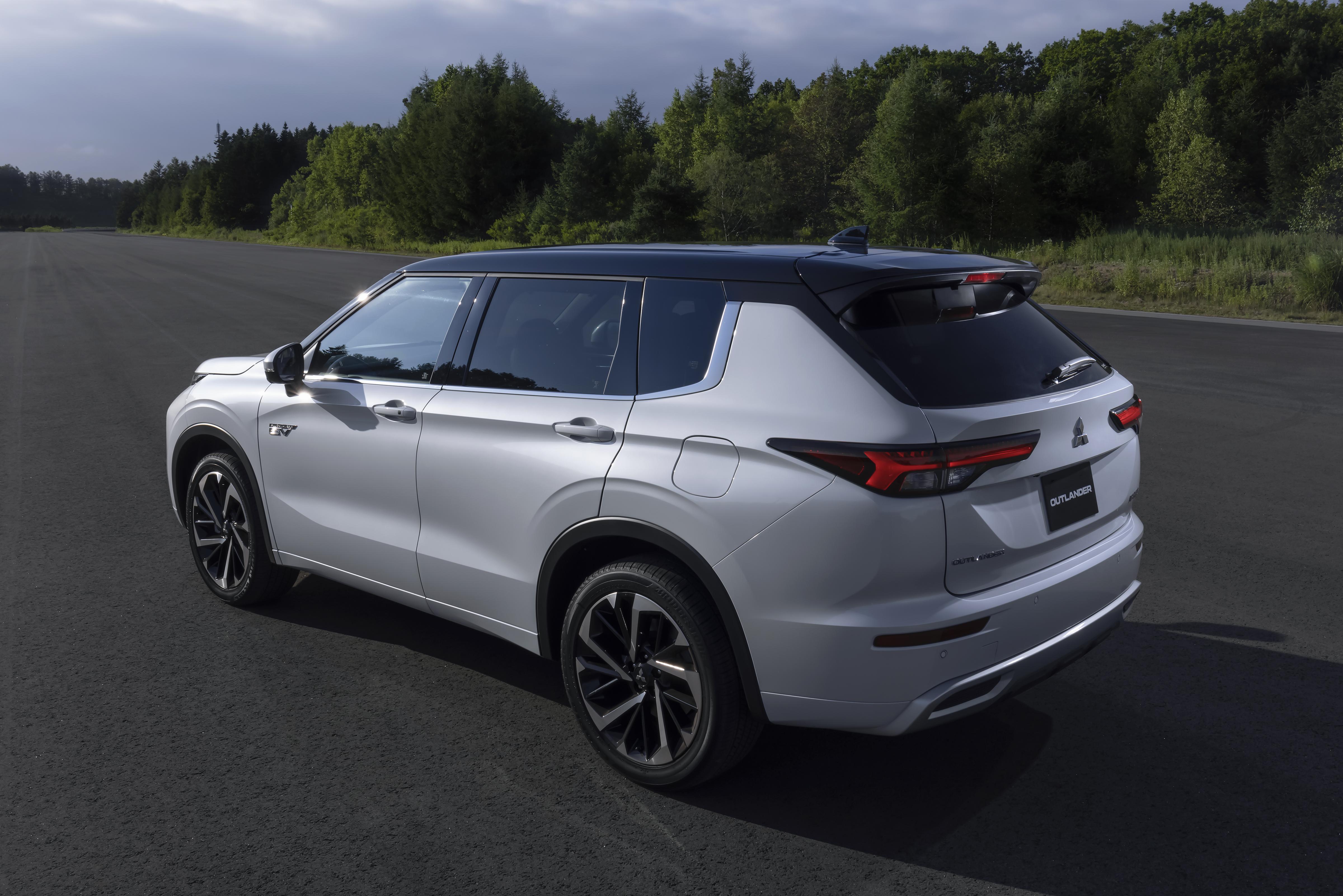 Nouveau modèle Outlander PHEV (extérieur-2)