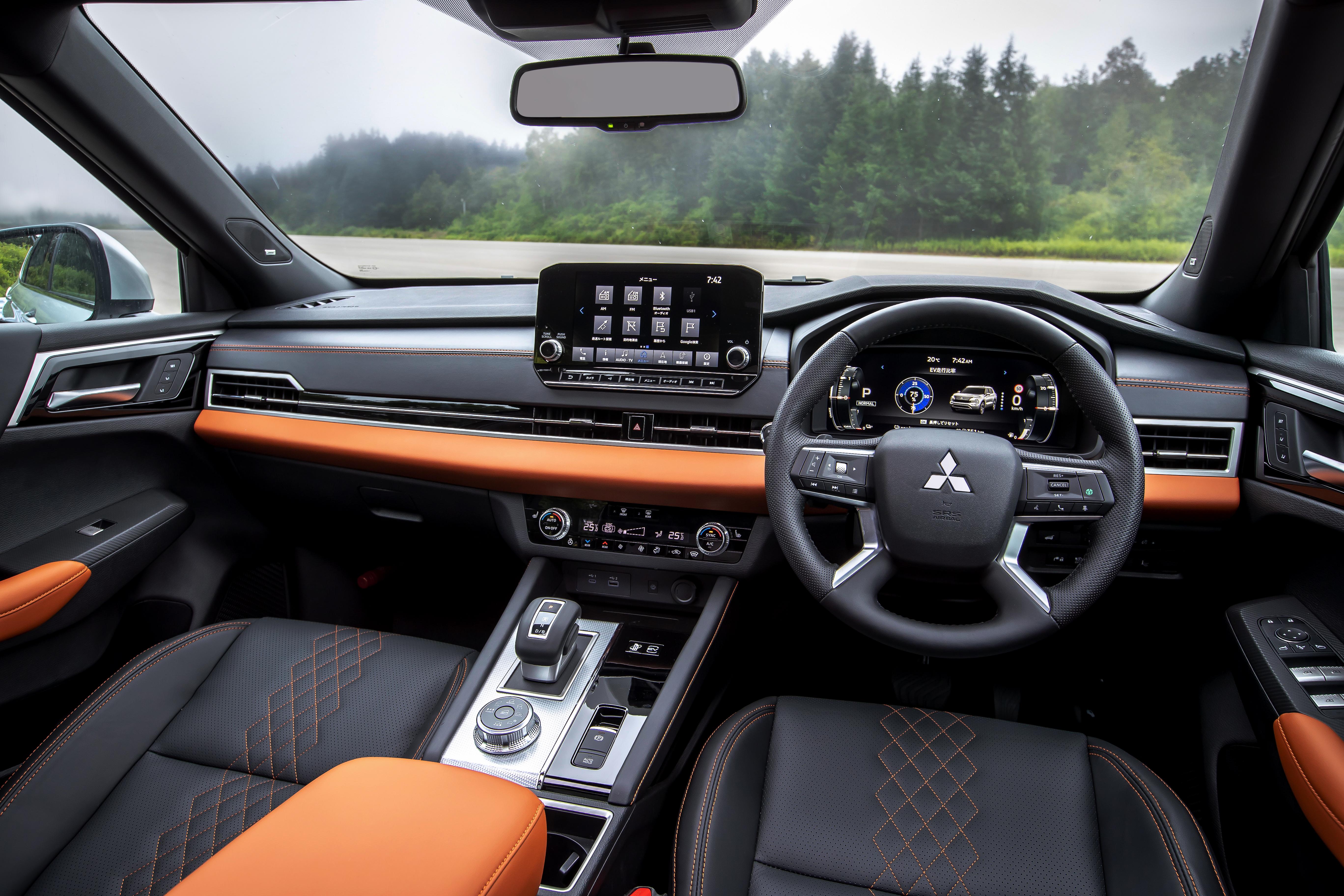 Nouveau modèle Outlander PHEV (intérieur-1)